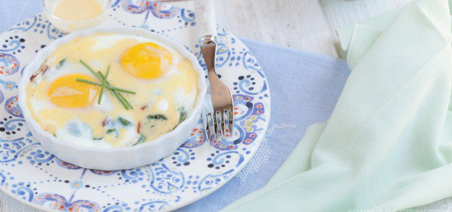Bacon and Power Greens Baked Eggs with Hollandaise - by Against All Grain #Paleo #GlutenFree